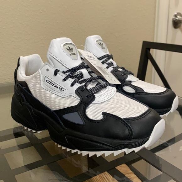 Adidas Falcon Trail WMNS Size 6.
